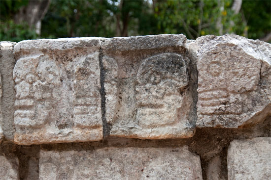 mexico-cancun-Chichen-Itza-Tzompantli-wall-of-skulls