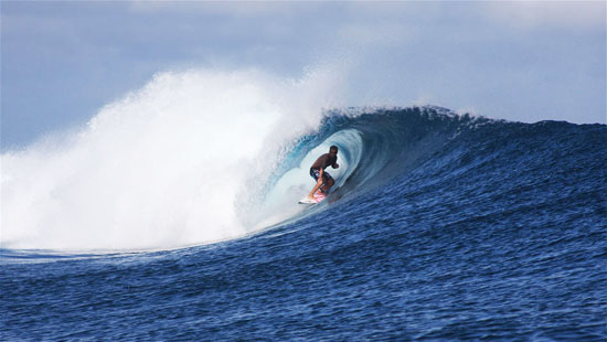 Tavarua Fiji cloudbreak surfer surfing