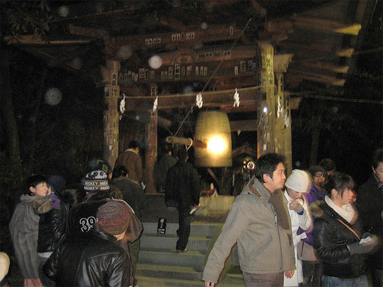 japan new years eve traditions gong