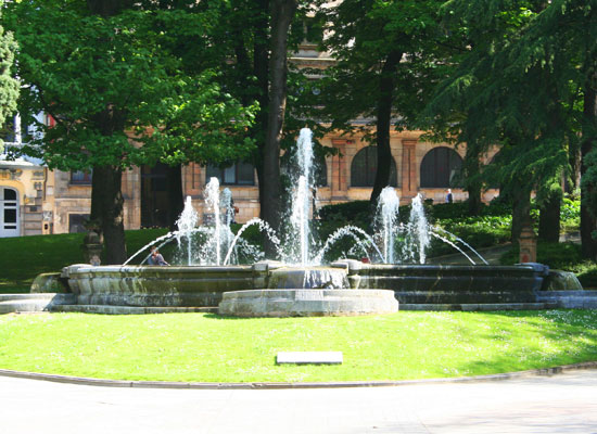oviedo spain san francisco park fountain